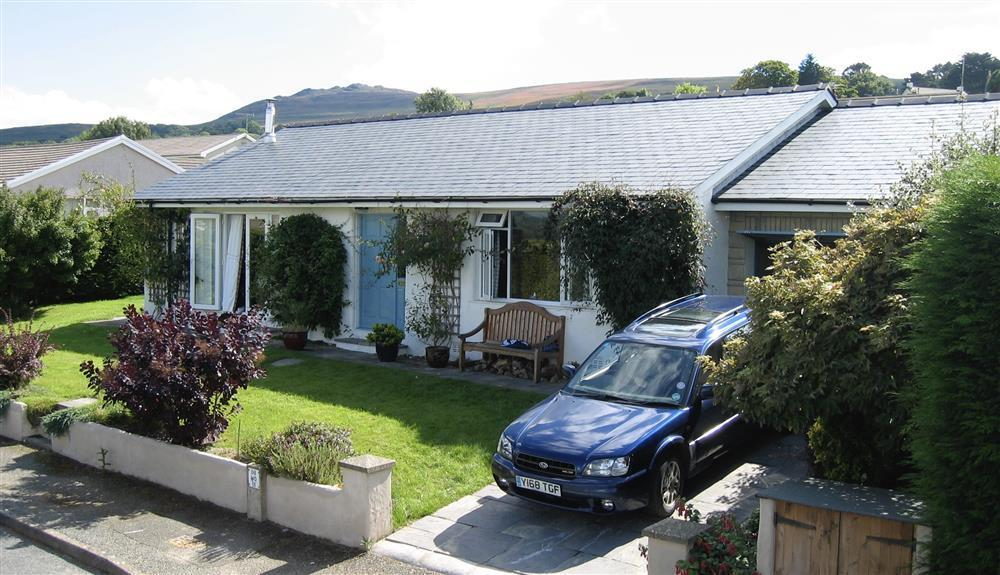 Large detached sea view bungalow with views over Newport Bay  Sleeps: 6  Property Ref: 2236