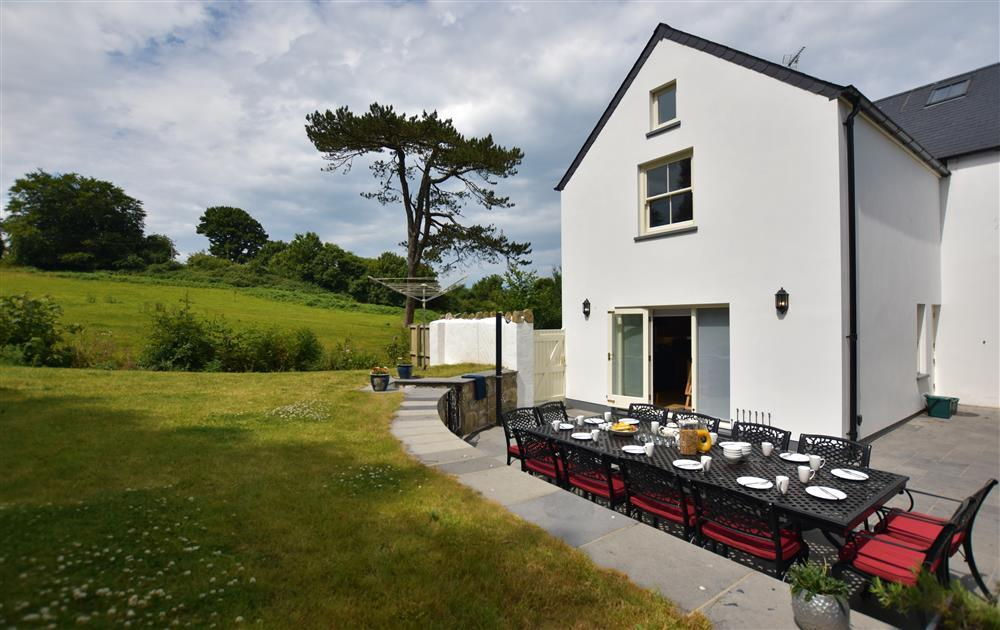 Large stylish house with sea views and enclosed garden near the Parrog - Sleeps 14 - Ref 2247