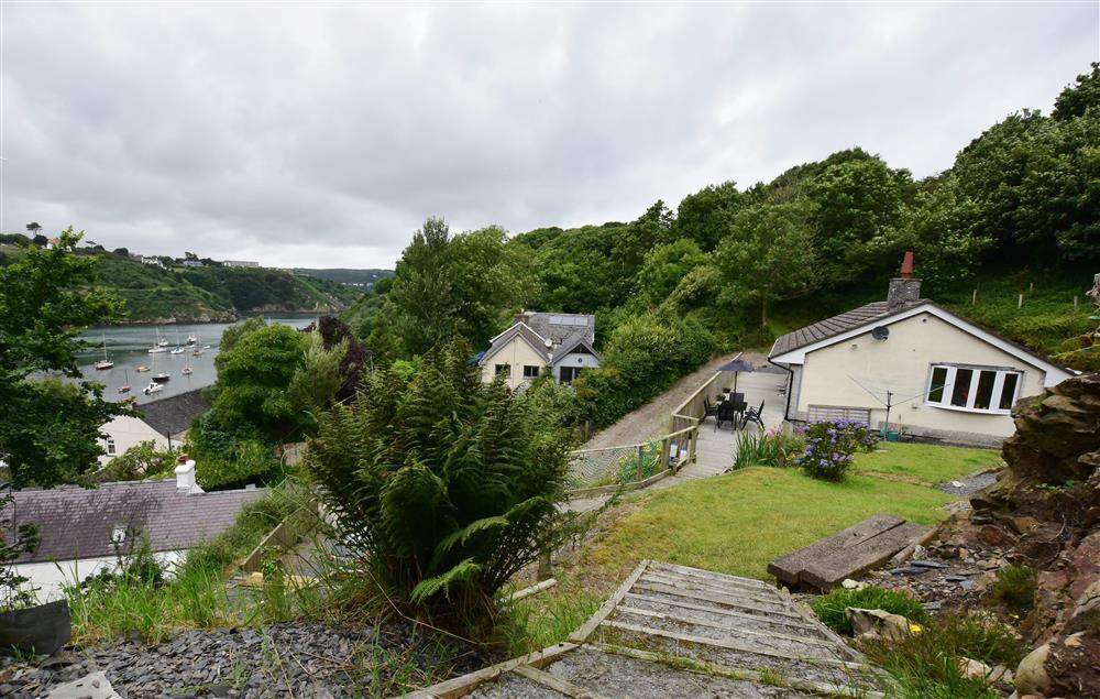 Cottage with views over picturesque Lower Town Harbour at Fishguard  Sleeps: 5  Property Ref: 2067