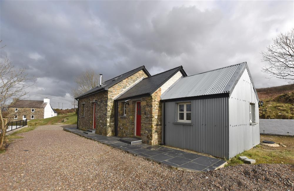 Converted cart house with hot tub with superb sea views - Sleeps 4 - Ref 2237