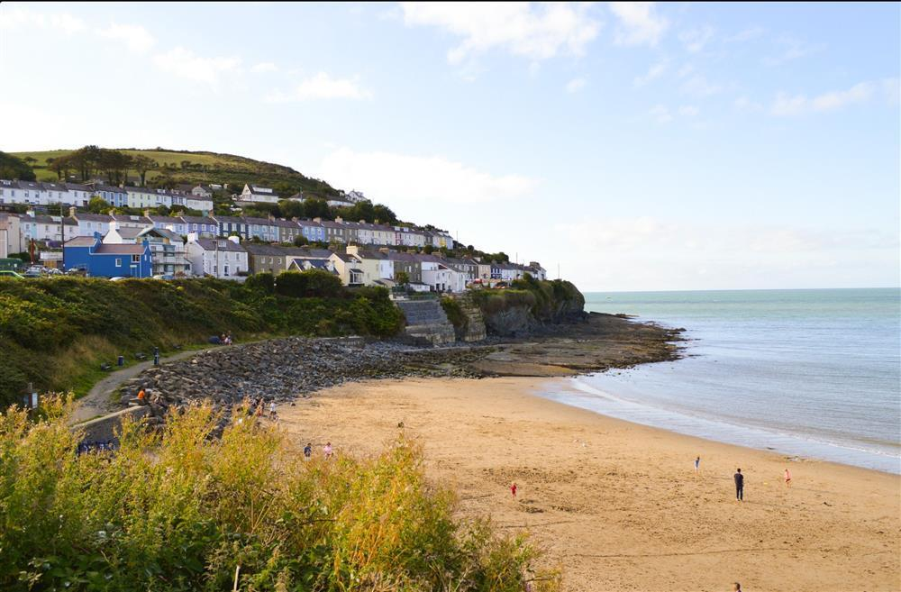 Stunning location - overlooking Dolau beach, Cardigan Bay - Sleeps 5 - Ref 930