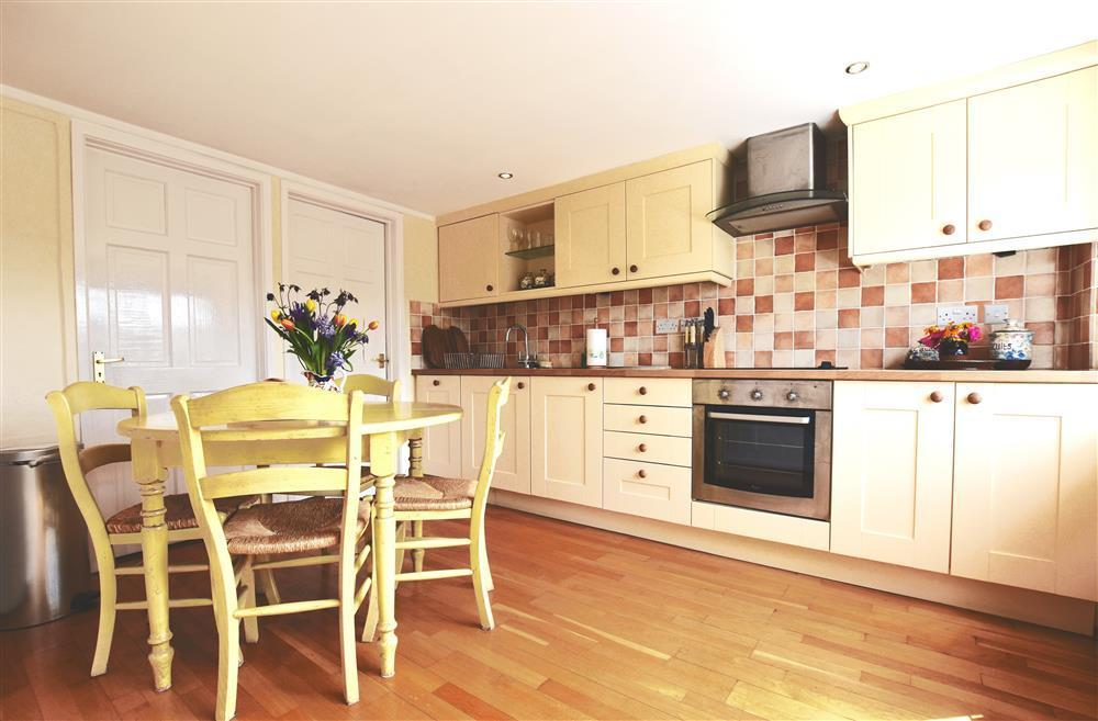 05 Cardigan Bay kitchen 536 (1)