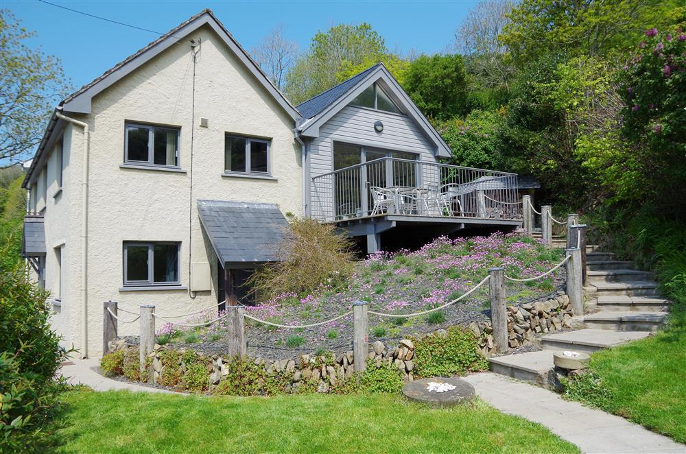 Sea view cottage with enclosed garden overlooking beautiful fishing village - Sleeps 6 - Ref 2180