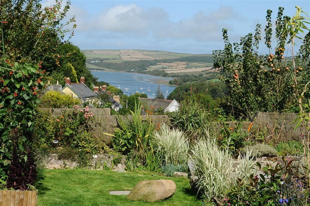 Bungalow with river views - St Dogmaels - Sleeps 6 - Ref 2029