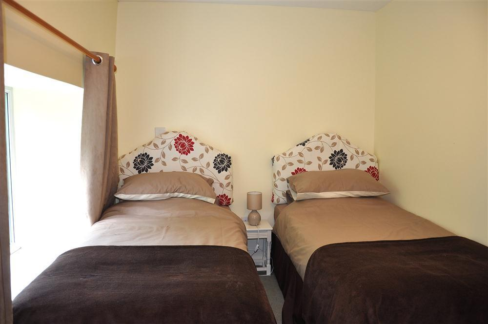 Photograph of 2066-6-twinbedroom