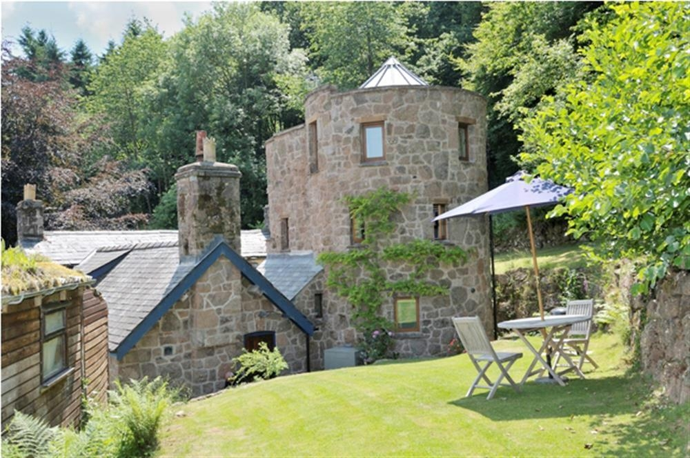 Round Tower - Penallt - Lower Wye Valley -  near Monmouth - Sleeps 2 - Ref 893