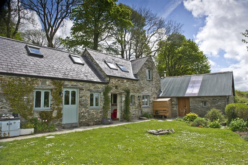 Quirky Cottage in a peaceful location in the Preseli Hills - Sleeps 6 - Ref 2087