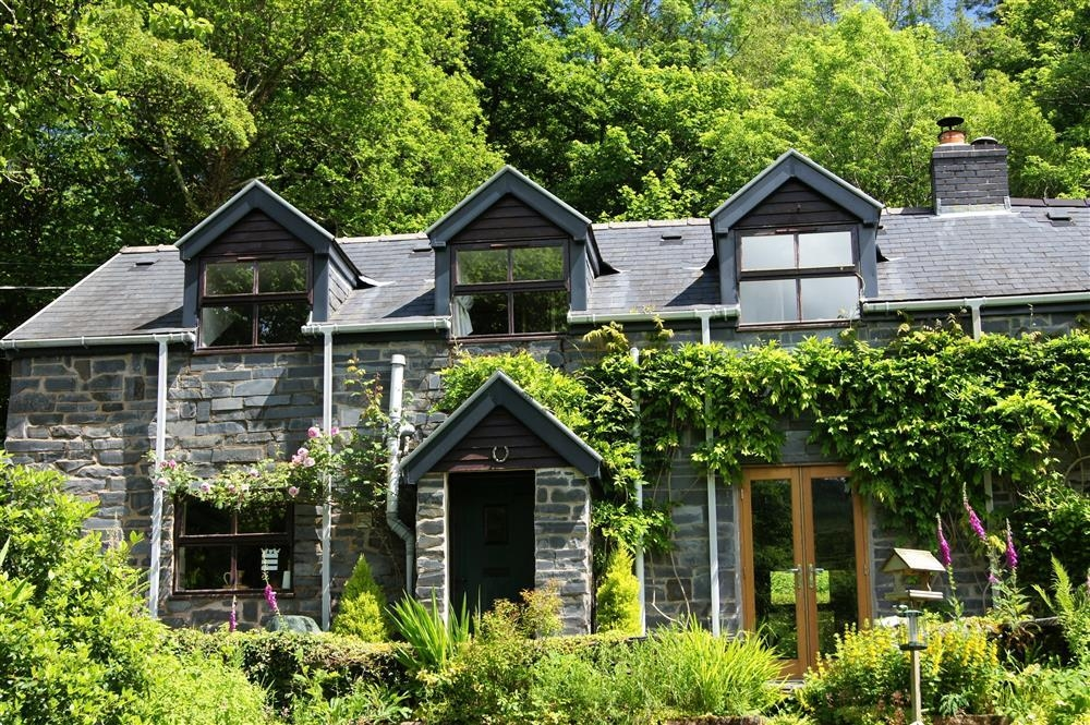 Dovey Valley Cottage - Machynlleth and Aberdovey-Sleeps4-Ref2097