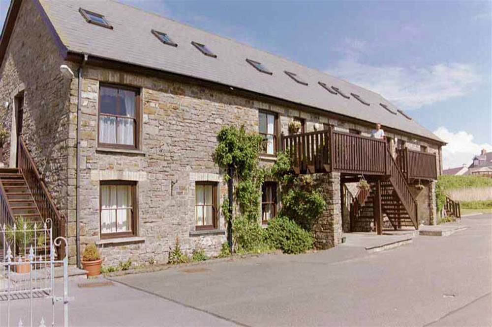 Sea view maisonette across the road from Broad Haven beach  Sleeps: 6  Property Ref: 560