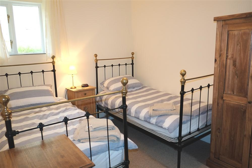Photograph of 2111-7-twin bedroom