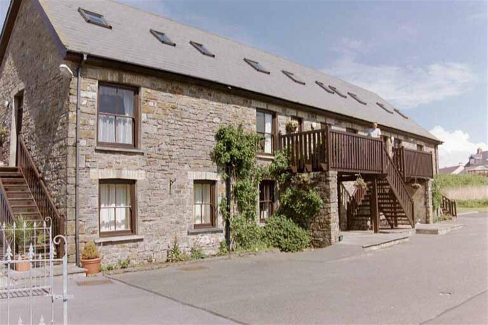 Stone Apartment near beach - Broad Haven - Sleeps 6 - Ref 560