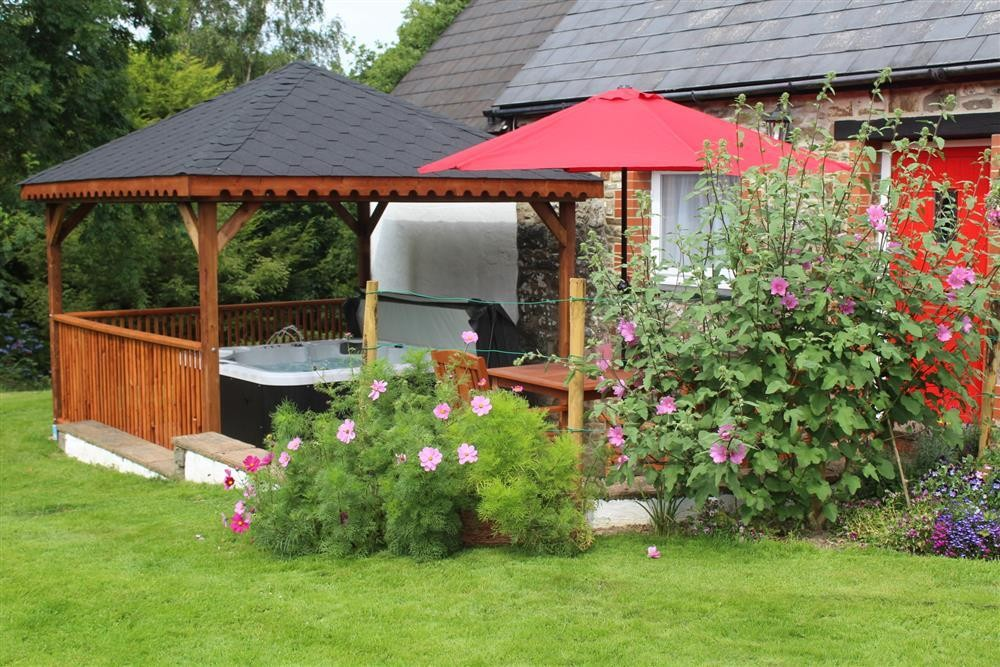 Cottage with hot tub - Cross Inn near New Quay - Sleeps 4 - Ref 2174