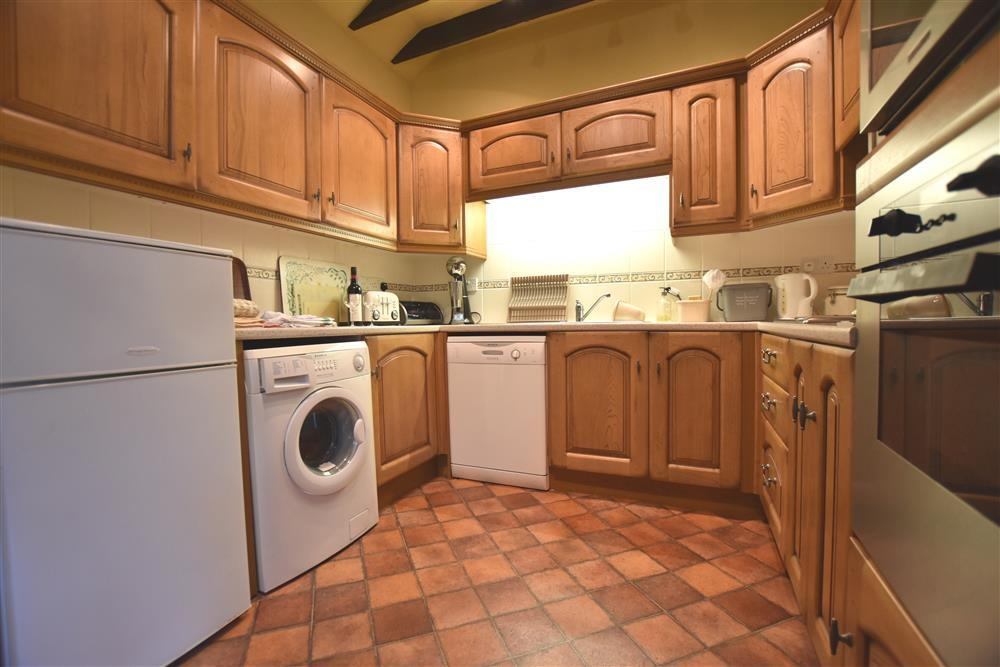 Photograph of 821-3-Kitchen2
