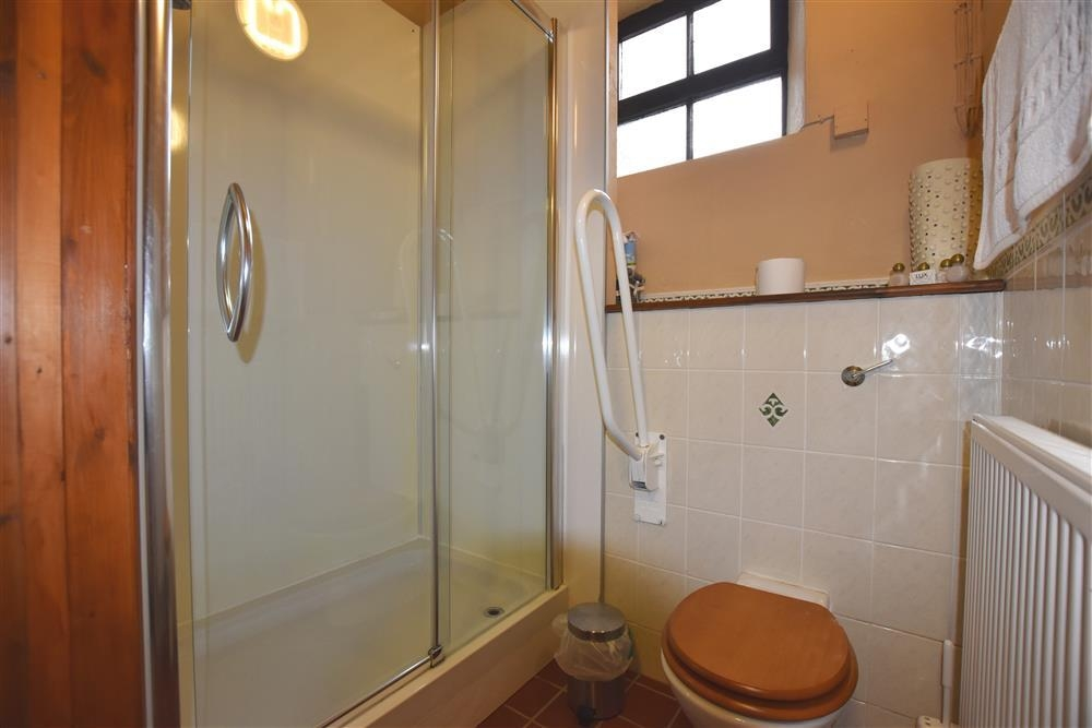 Photograph of 821-7-shower