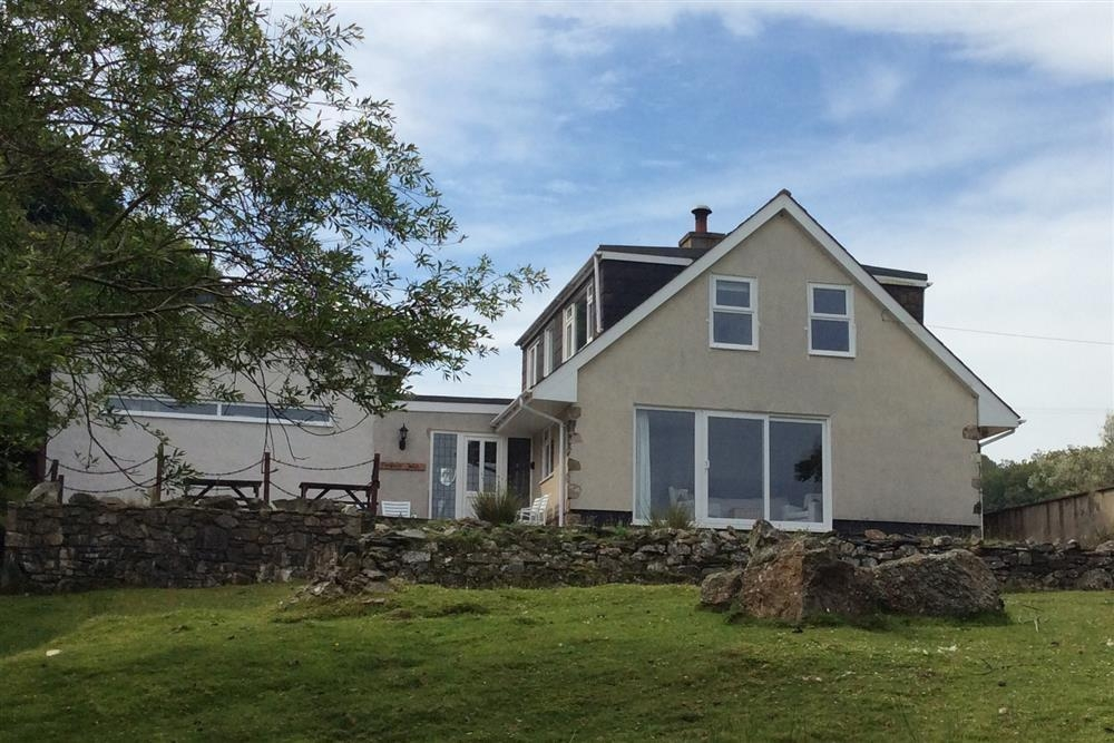 Dormer Bungalow with Sea Views - Mill Lane - Newport - Sleeps 8 - Ref 185