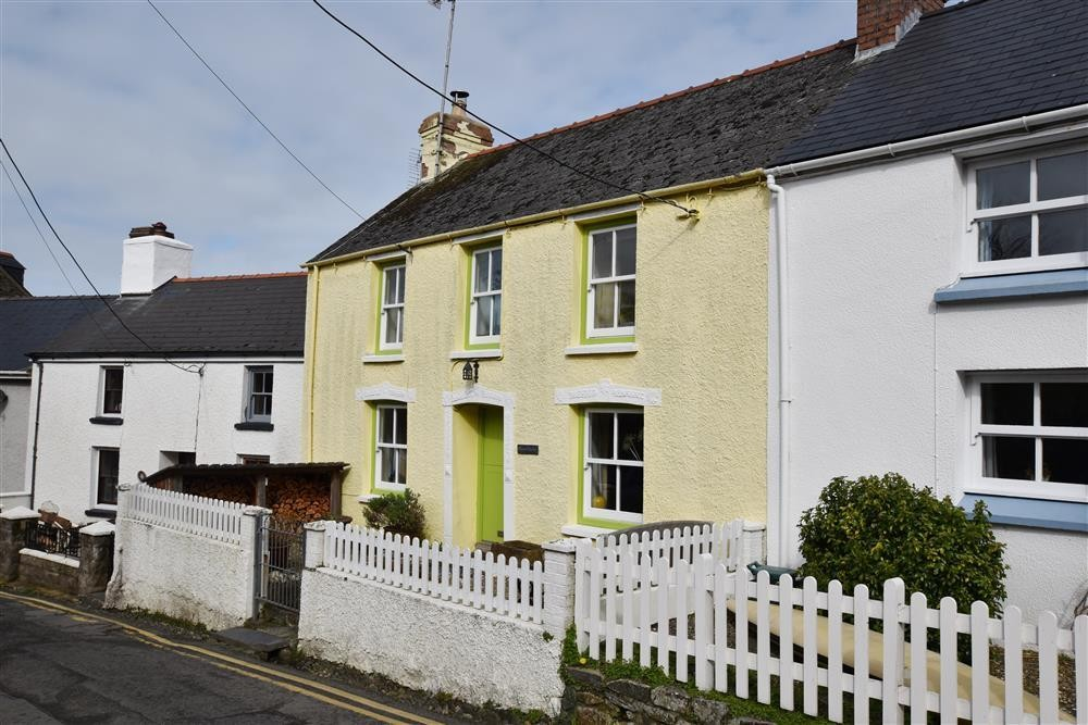 Character Cottage - Newport - Sleeps 4 - Ref 2212