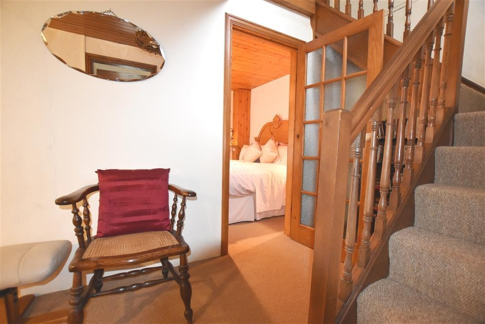 Photograph of 804-5-stairs to bedroom2