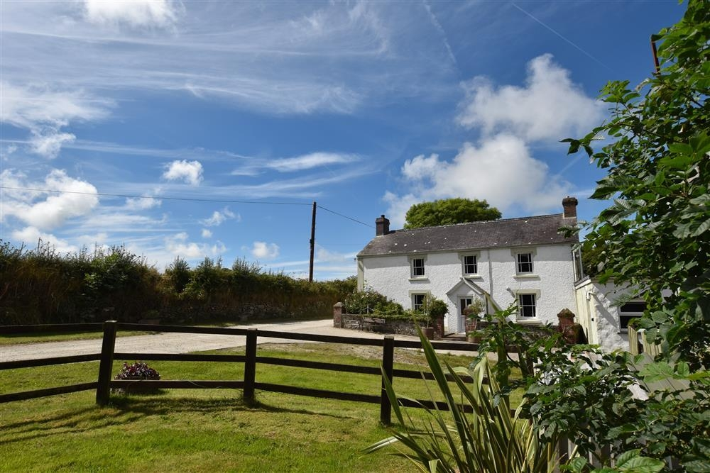 Farmhouse - Moylegrove - near Newport Sands - Sleeps 8 - Ref 101