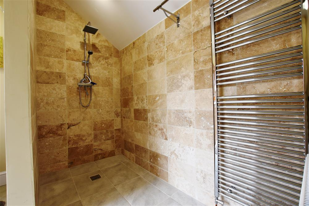 2190-2-Lyndale utility shower area
