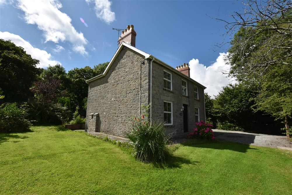 Detached house with 1 acre garden - Cosheston - Sleeps 6 - Ref 2196