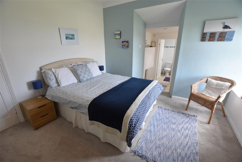 Photograph of 2095-4-master-bedroom2