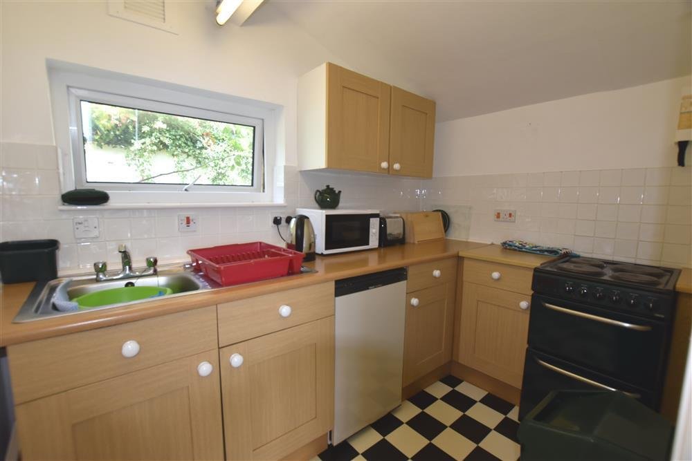 Photograph of 557-4-kitchen