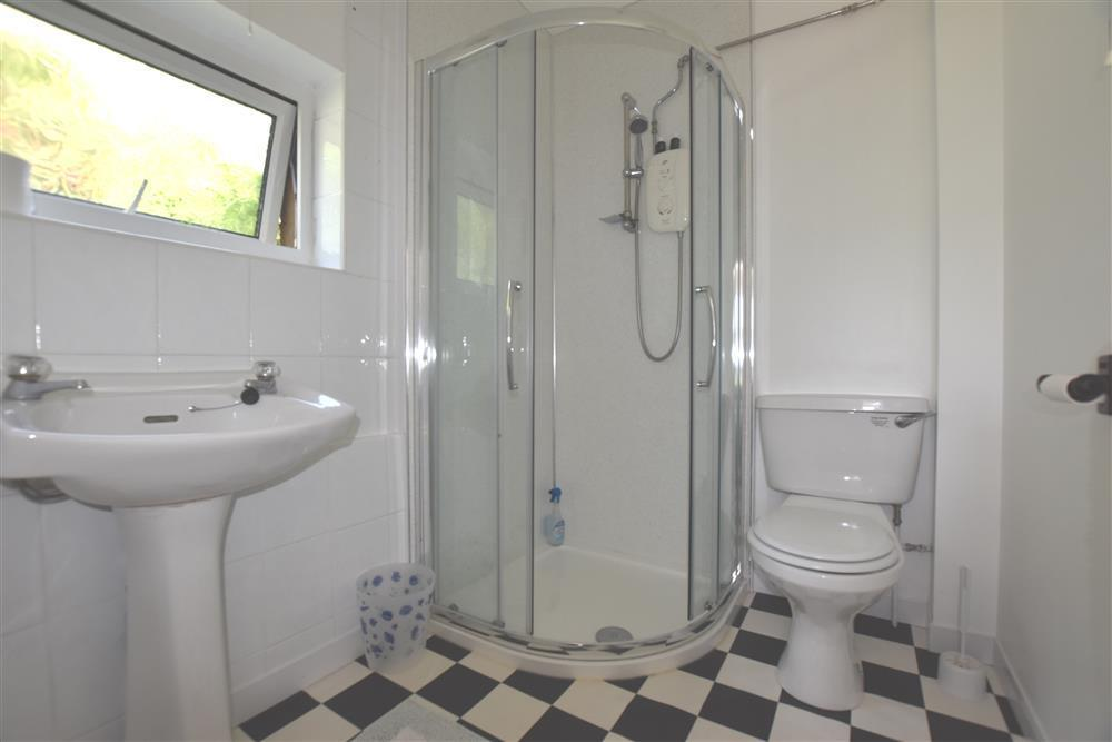 Photograph of 557-5-shower room