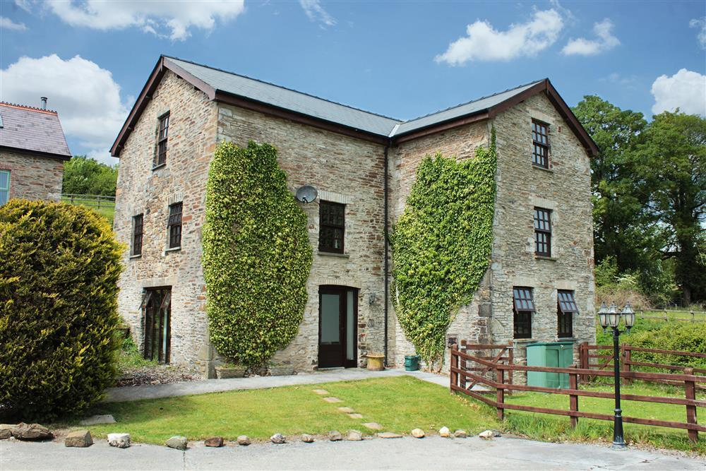 Converted Watermill - St Clears-Sleeps8-Ref705