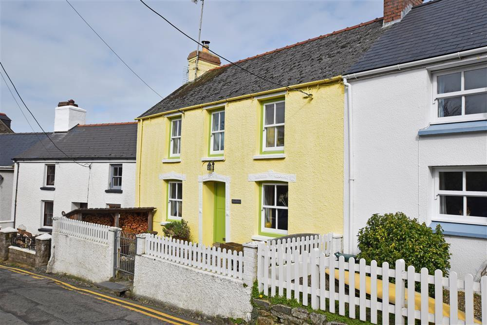 Character cottage in perfect spot to explore the Pembrokeshire Coast National Park - Sleeps 4 - Ref 2212