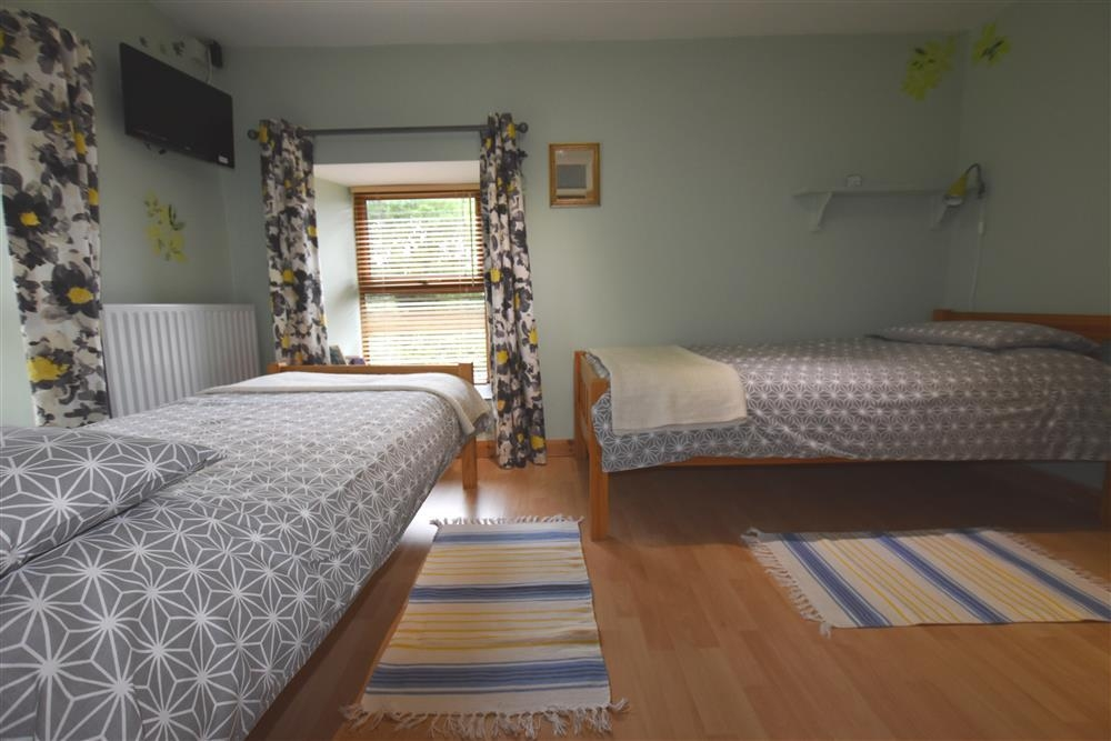 Photograph of 2134-6-twin bedroom2