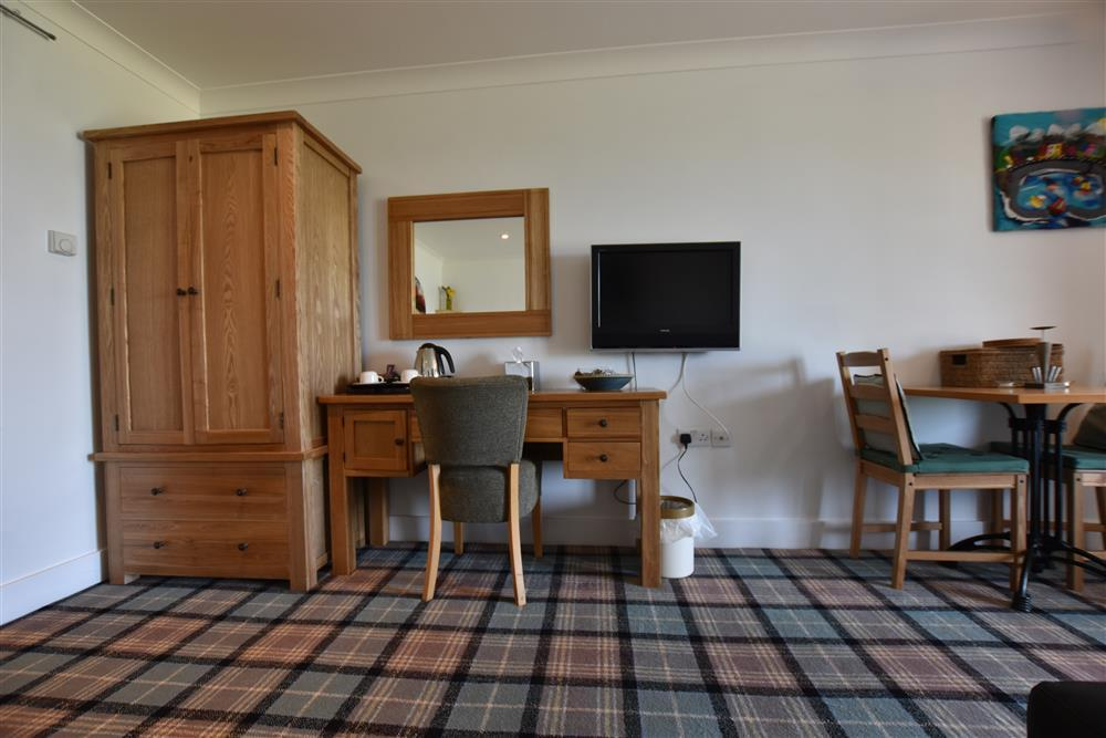 Photograph of 2222-6-Open plan Golf Club apartment