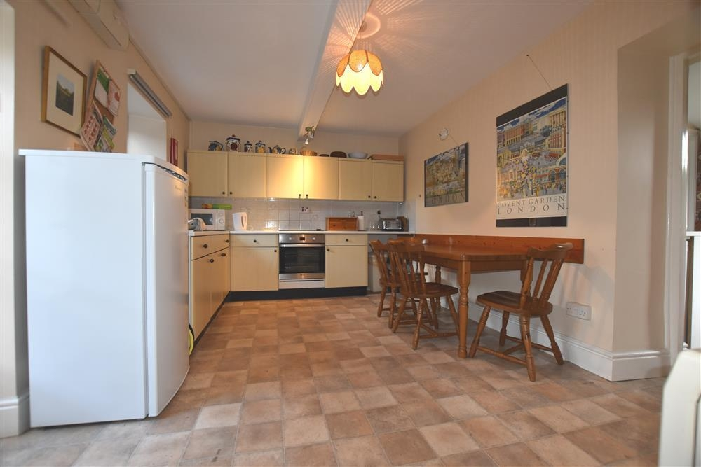 Photograph of 414-1-kitchen