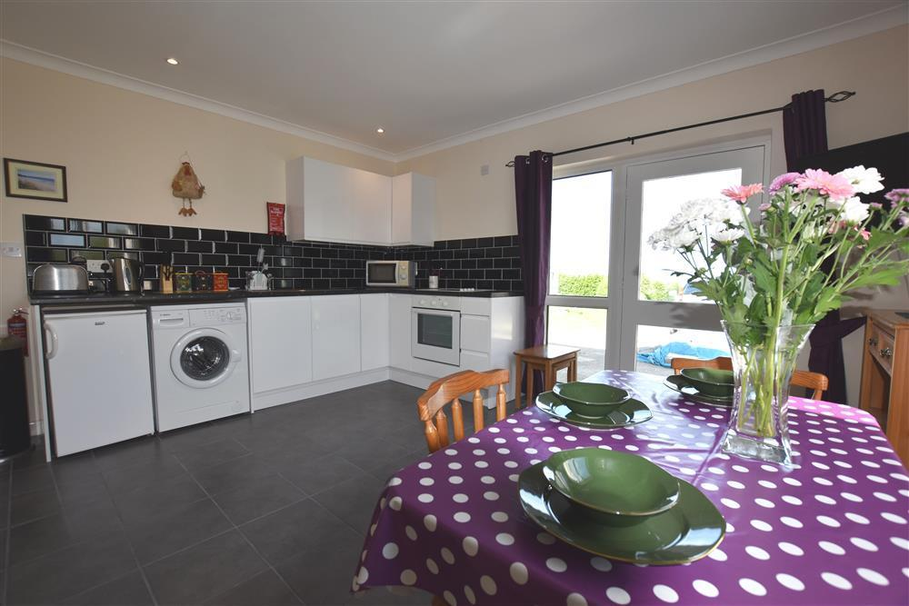 Renovated apartment offering a great central location to explore North Pembrokeshire - Sleeps 4 - Ref 2227