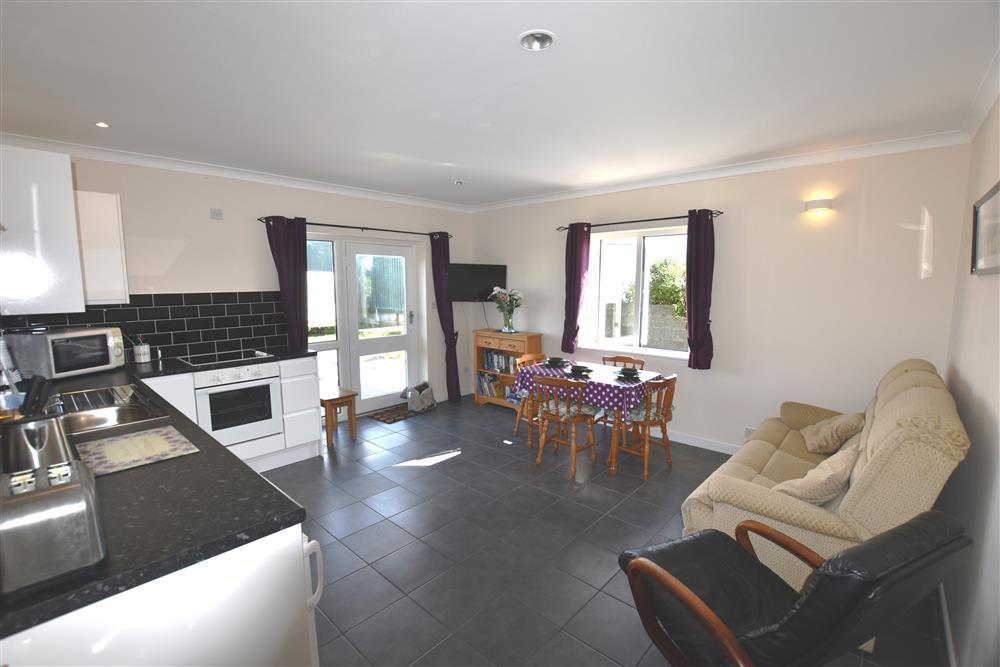Photograph of 2227-3-open plan (2)