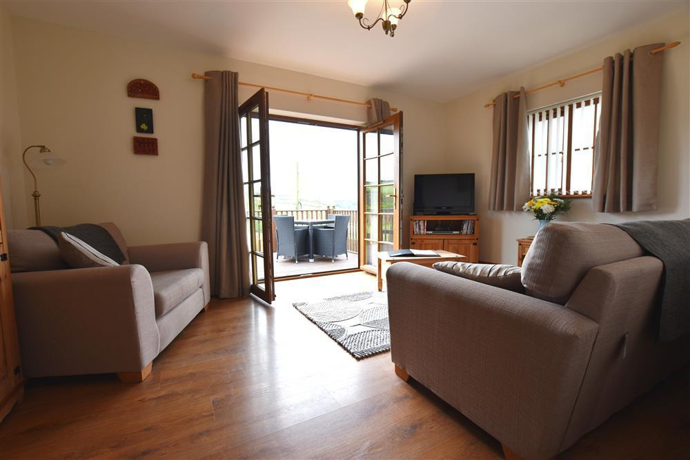 Converted milking parlour, offering excellent accommodation on the Cardigan Bay coastline - Sleeps 4 - Ref 904