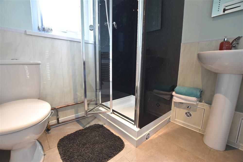 Photograph of 2228-5-shower room