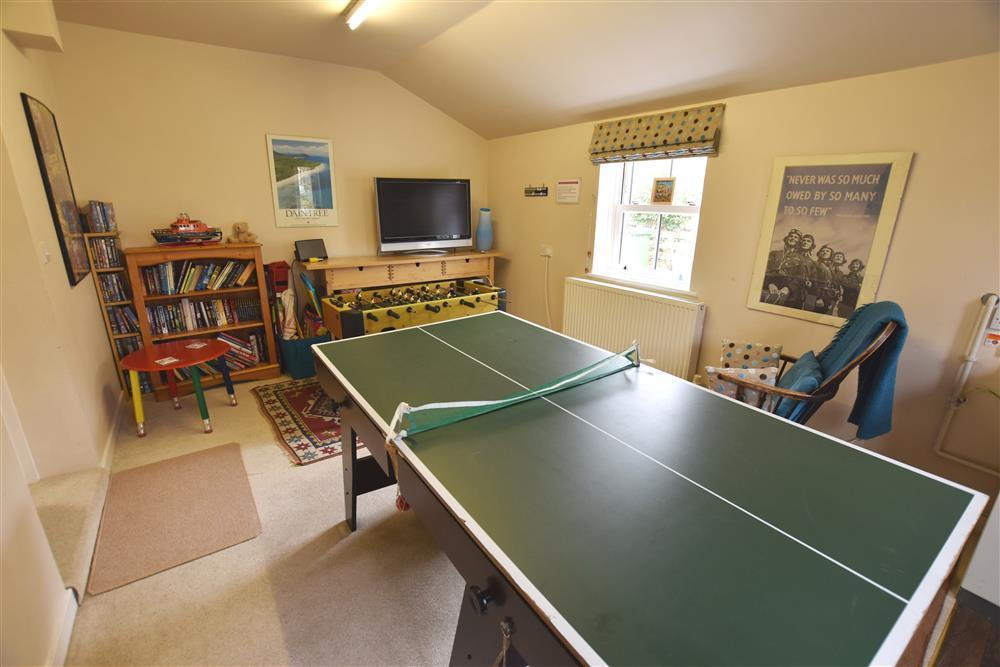 2240-4-games room (1)