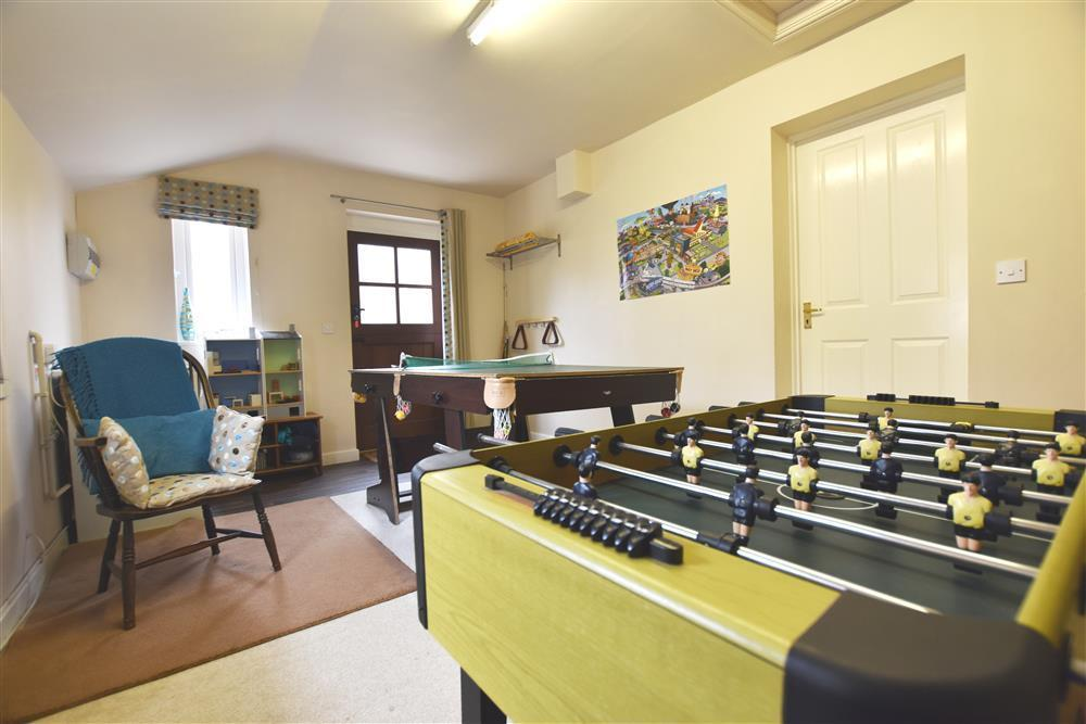 2240-4-games room (3)