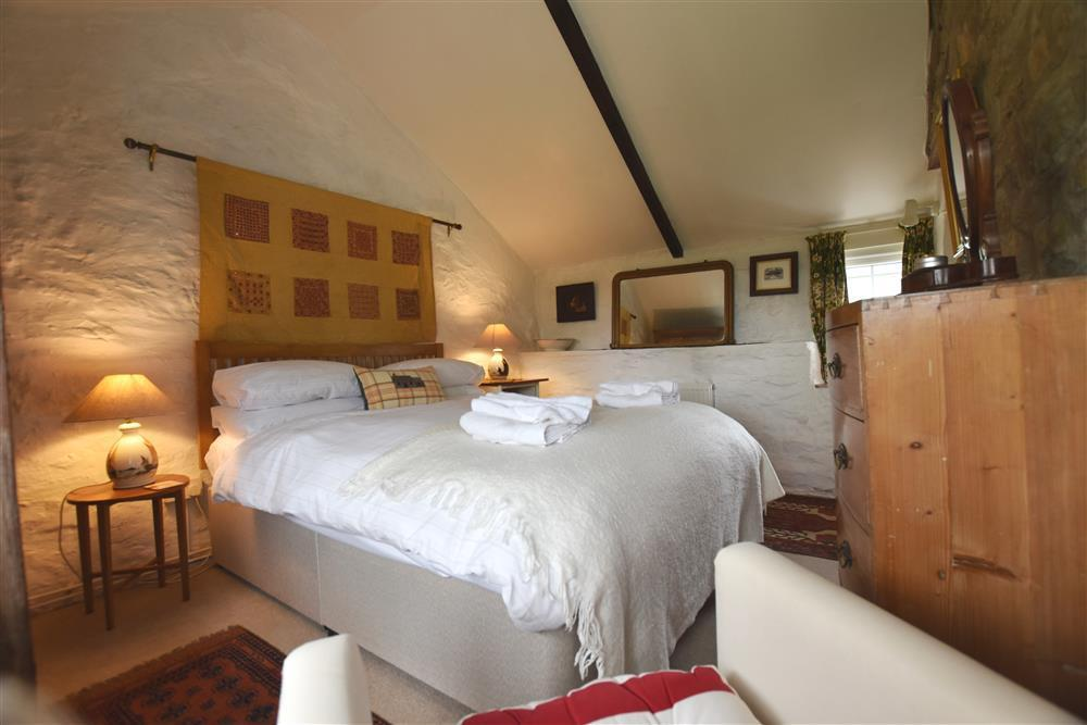 Photograph of 725-5-Double Bedroom (2)