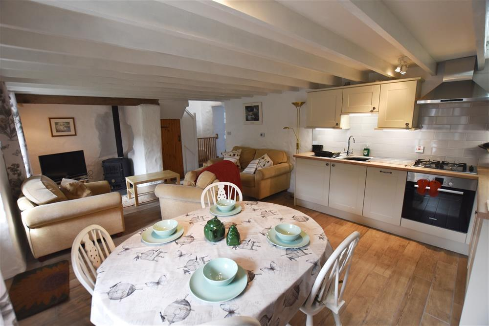 2101-3-cottage-dining-area
