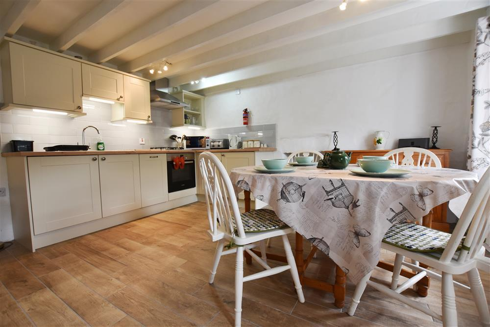 2101-3-cottage-dining-area2