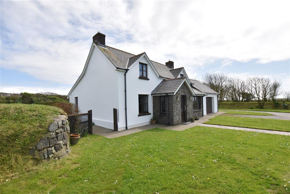 Detached Cottage - near Solva - Sleeps 5 - Ref 2241