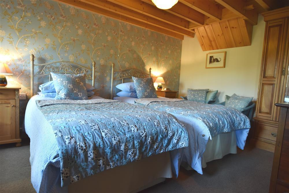 Photograph of 2238-6-Twin bedroom (1)