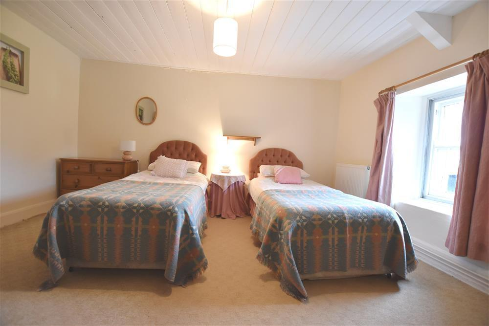 Photograph of 101-6-twin bedroom