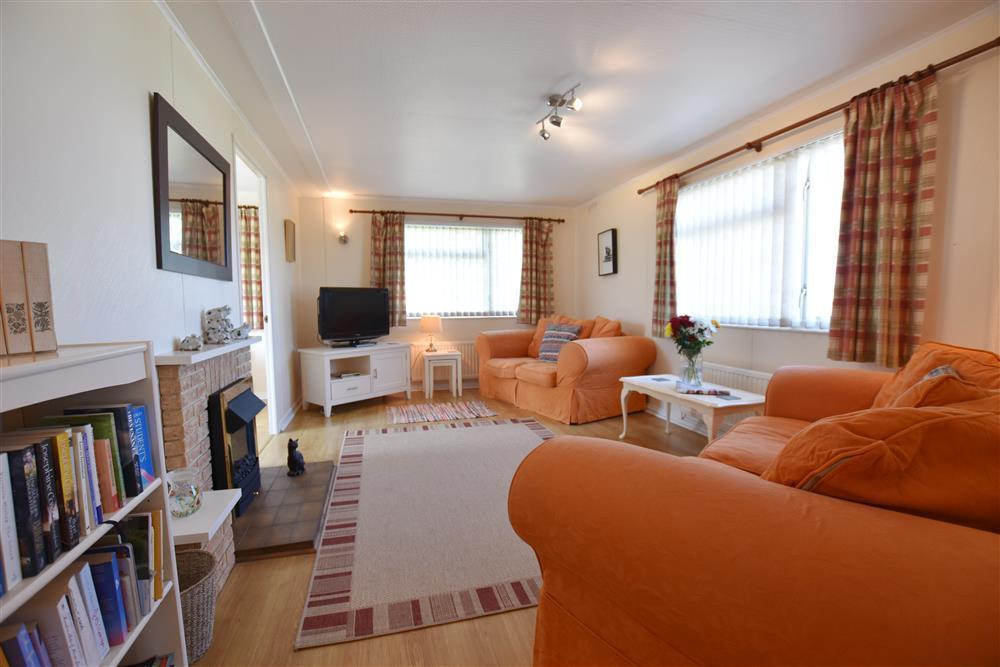 Comfortable detached holiday chalet at Dinas Country Club - Sleeps 4 - Ref 2040