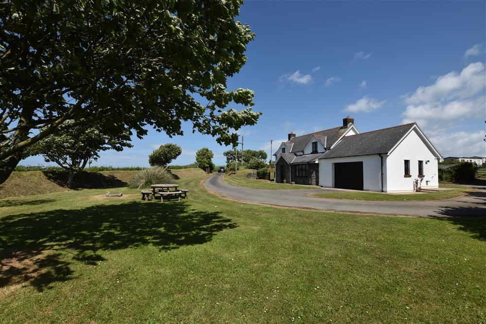 Detached Cottage with a large garden between Solva and Newgale  Sleeps: 5  Property Ref: 2241