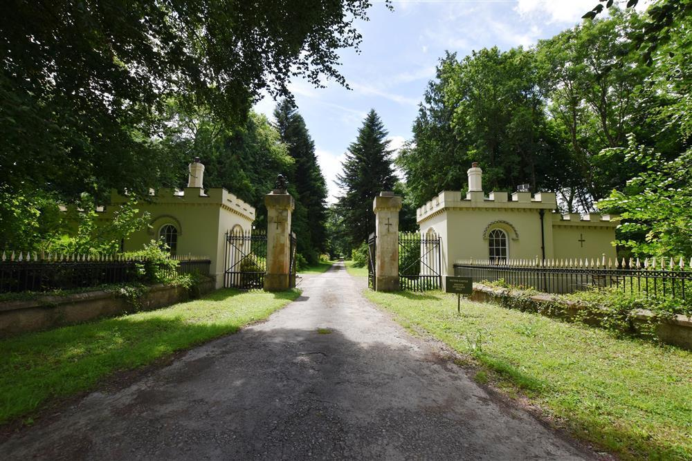 Gatehouse Lodge in Picton Castle grounds  Sleeps: 4  Property Ref: 2235