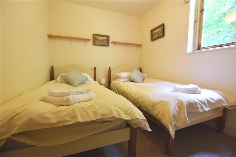 2235-4-twin bedroom picton