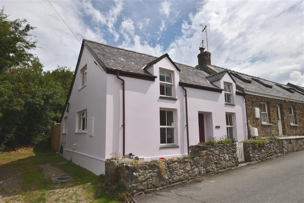 Cottage offering period charm and features near Town centre and coast path - Sleeps 4 - Ref 2233