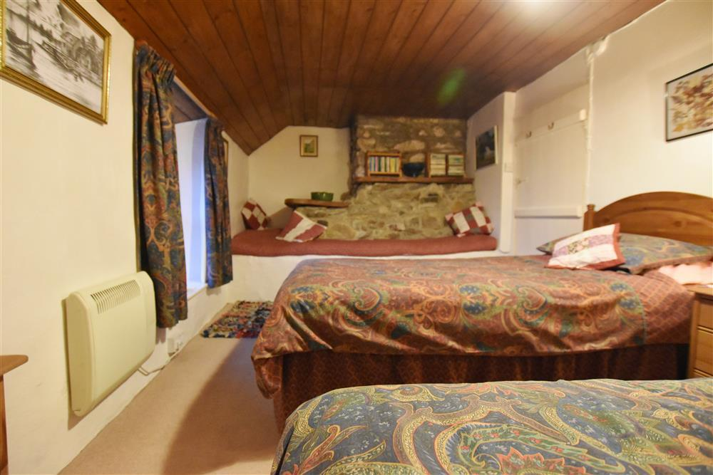 Photograph of 2251-4-twin bedroom (1)
